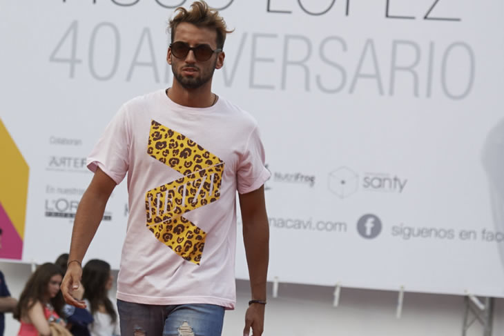 Model wearing LEOPARD design tee